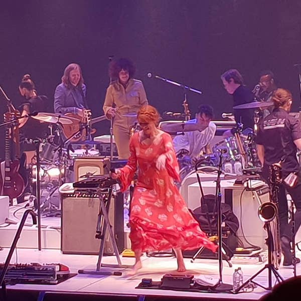 Watch Florence Welch Arcade Fire Perform Dog Days Are